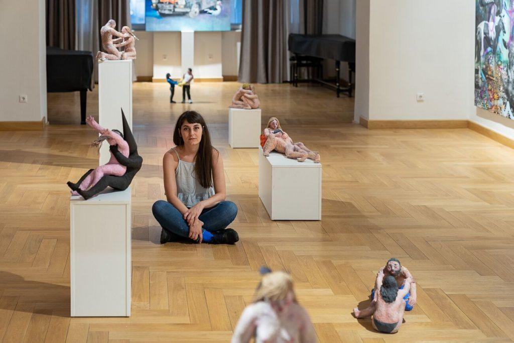 Alina Marinescu: Dacă n-aș fi fost ilustratoare, aș fi putut face ceva plictisitor și abia aș fi așteptat să ajung acasă și să desenez